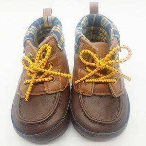 🌺6-9 months Carters Crib Bootie Brown and Plaid